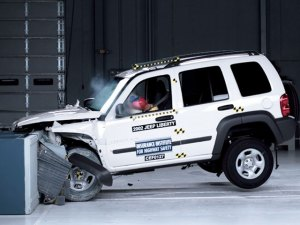 154_0709_04_z+jeep_industry_news_dispatch+jeep_crash_test